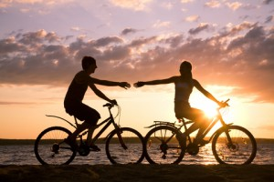 couple-riding-bikes1